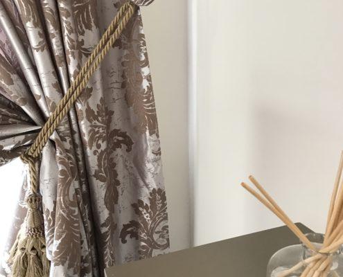 Tende con mantovane mantovane per tende mantovane sala da for Finestre velux usate